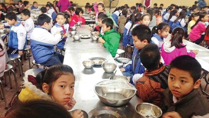 Tin mới vụ thực phẩm không rõ nguồn gốc vào trường học ở HN - 1