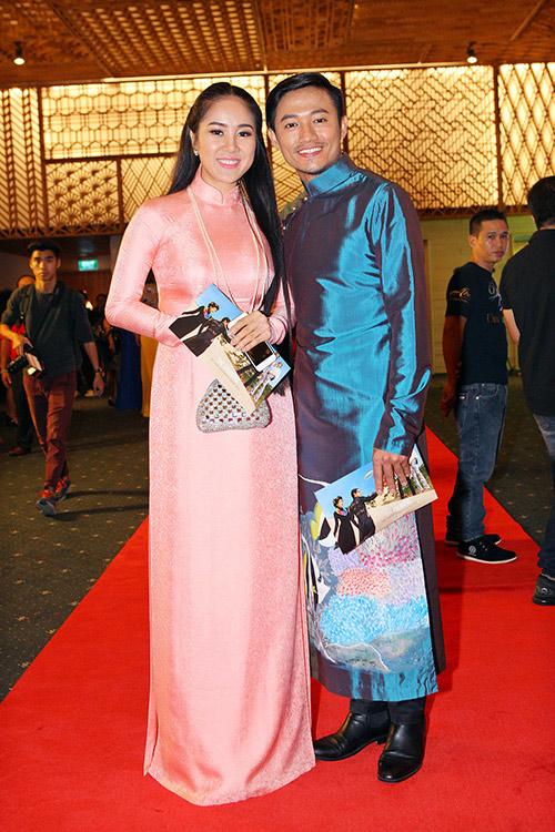 Phan Như Thảo và chồng đại gia tình tứ chốn đông người - 6