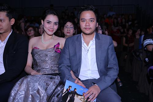 Phan Như Thảo và chồng đại gia tình tứ chốn đông người - 3
