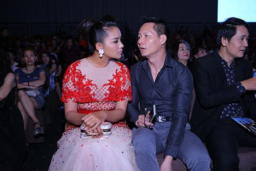 Phan Như Thảo và chồng đại gia tình tứ chốn đông người - 2
