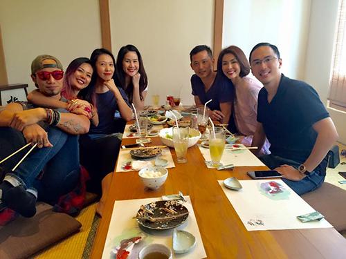 Facebook sao 16/1:  Vợ chồng Hà Tăng mừng tất niên sớm - 1
