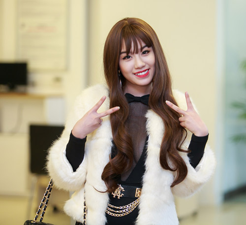 Linh Miu gợi cảm xuất hiện sau scandal đánh nhau - 3