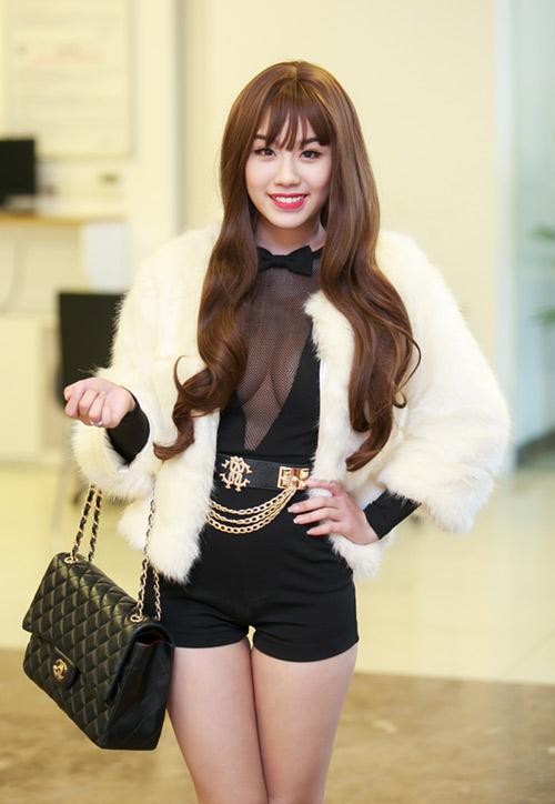Linh Miu gợi cảm xuất hiện sau scandal đánh nhau - 2