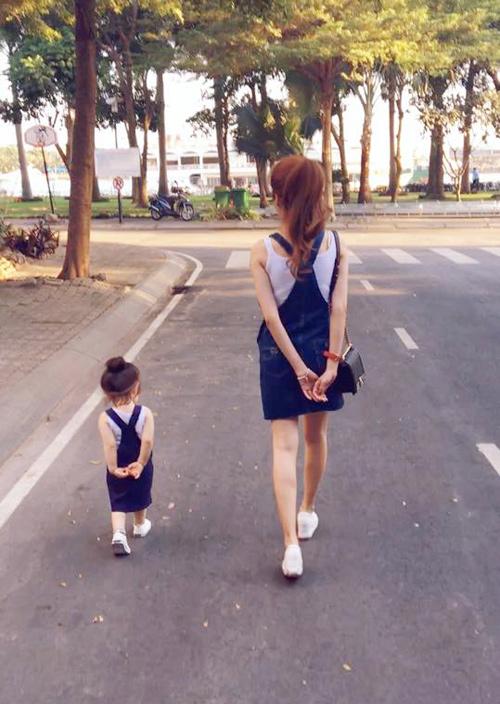 Bộ sưu tập đồ đôi mẹ - con cực 'chất' của Elly Trần - 2