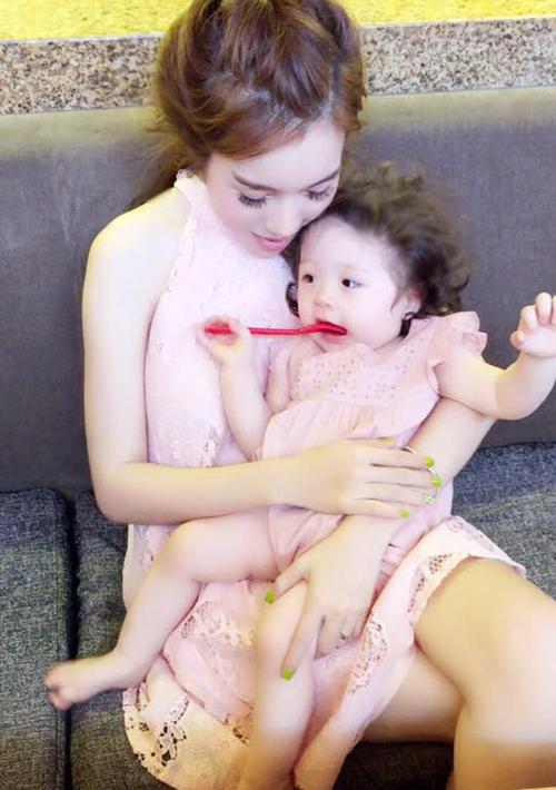 Bộ sưu tập đồ đôi mẹ - con cực 'chất' của Elly Trần - 7
