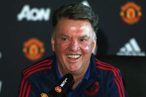 """Van Gaal châm chọc """"kỳ tích"""" 26 năm trắng tay của Liverpool - 1"""