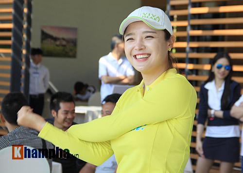 Người đẹp châu Á tranh tài ở giải golf Việt chuyên nghiệp - 1