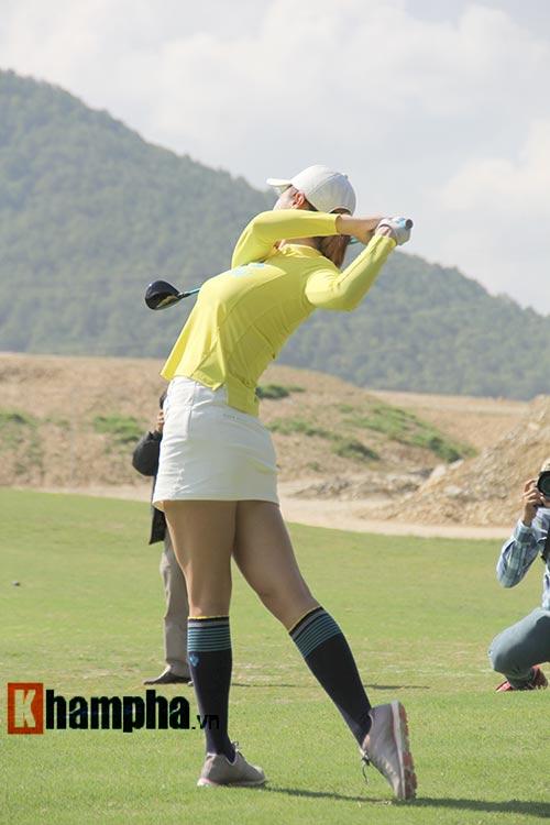 Người đẹp châu Á tranh tài ở giải golf Việt chuyên nghiệp - 4