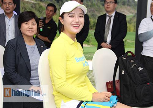 Người đẹp châu Á tranh tài ở giải golf Việt chuyên nghiệp - 6
