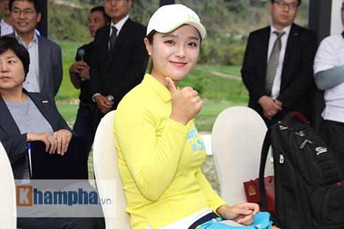 Người đẹp châu Á tranh tài ở giải golf Việt chuyên nghiệp - 7