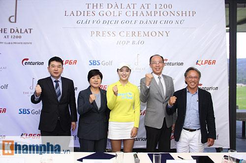 Người đẹp châu Á tranh tài ở giải golf Việt chuyên nghiệp - 8