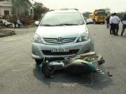 Tin tức trong ngày - Người phụ nữ bị taxi tông, kéo lê gần 30m