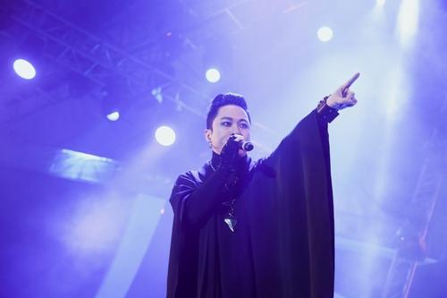 Tùng Dương, Tuấn Hưng đầy chất rock với hit của Bức Tường - 2
