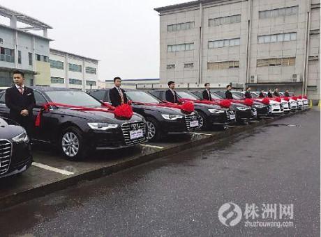 Đại gia gây sốc thưởng nhân viên 13 siêu xe tiền tỷ - 1