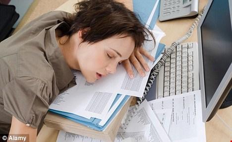 """Cách thức giúp """"chiến thắng"""" cơn buồn ngủ trong giờ làm - 1"""