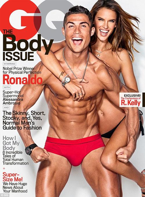 Cristiano Ronaldo tình tứ bên siêu mẫu sexy nhất Brazil - 2