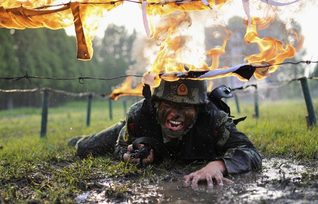 14 hình ảnh huấn luyện quân sự khắc nghiệt nhất thế giới - 14