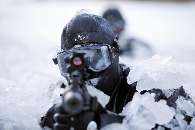 14 hình ảnh huấn luyện quân sự khắc nghiệt nhất thế giới - 3