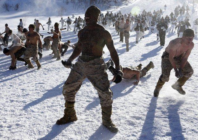 14 hình ảnh huấn luyện quân sự khắc nghiệt nhất thế giới - 4
