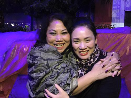 MC Tạ Bích Loan và fan Việt xúc động xem Trần Lập hát - 1