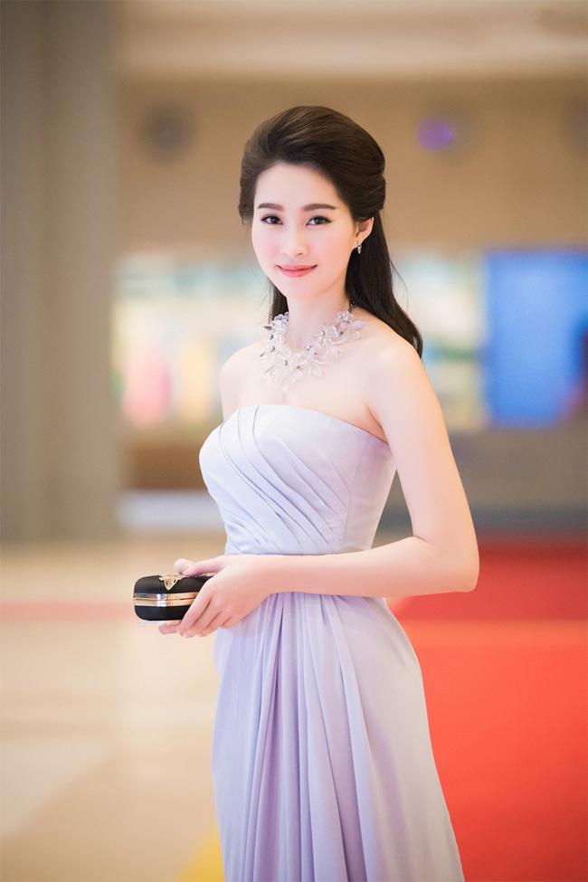Thu Thảo là cô gái gốc miền Tây Nam Bộ đầu tiên đăng quang Hoa hậu Việt Nam.