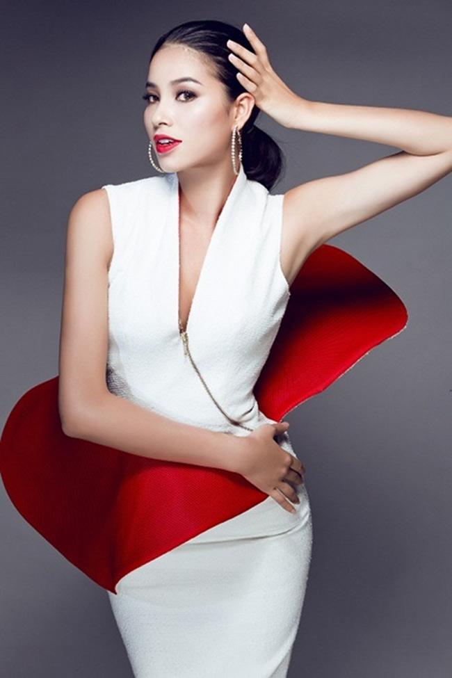 Phạm Hương cũng là cô gái Hải Phòng đầu tiên đăng quang Hoa hậu Hoàn vũ Việt Nam.
