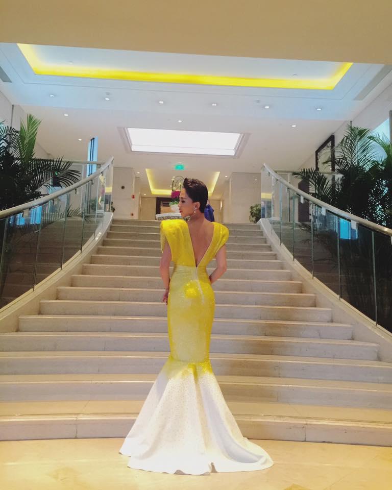 Váy hot nhất tuần: Đầm Tóc Tiên mặc khi gặp Beckham - 4