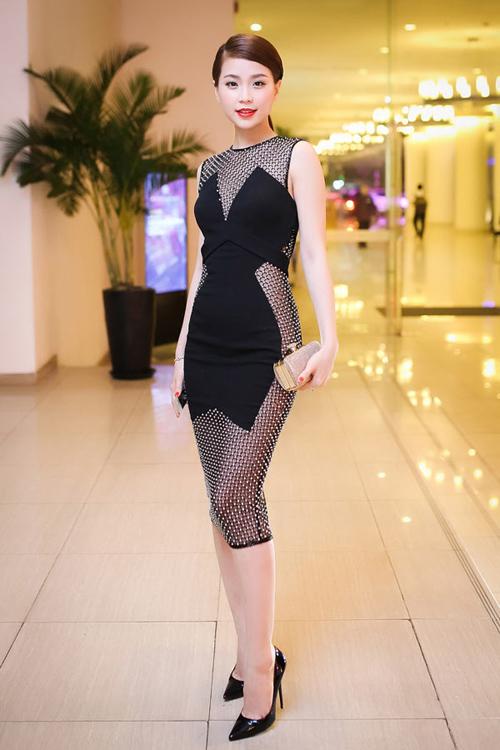 Váy áo 'hở mà không hư' của mỹ nhân Việt - 8