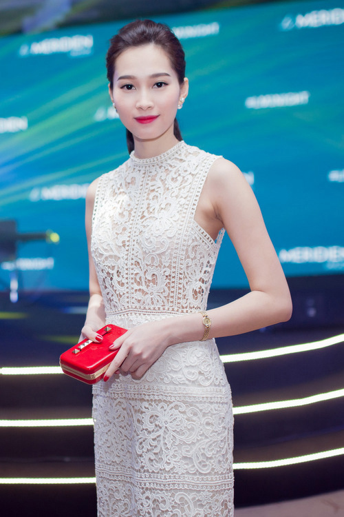 Váy áo 'hở mà không hư' của mỹ nhân Việt - 1