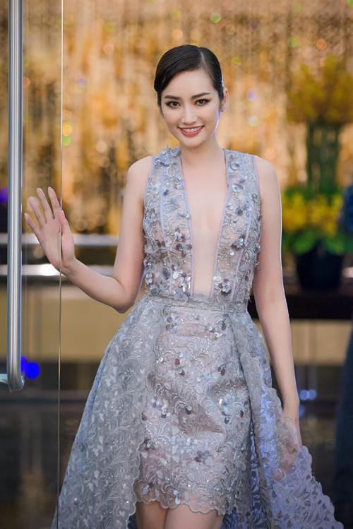 Váy áo 'hở mà không hư' của mỹ nhân Việt - 11