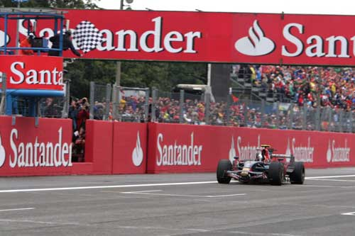 "Sebastian Vettel: ""Chuyên gia"" săn kỉ lục - 2"