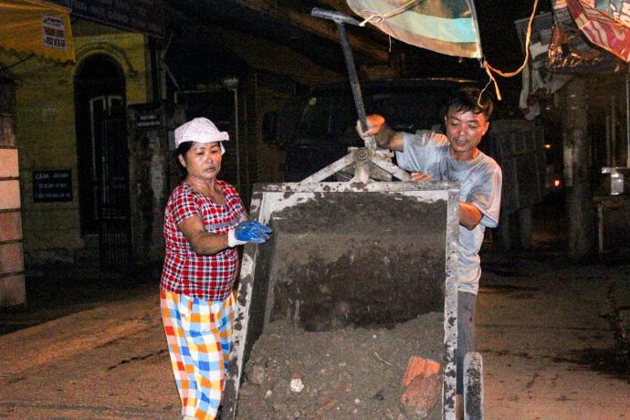 Cơ cực nghề... đào móng xuyên đêm - 8