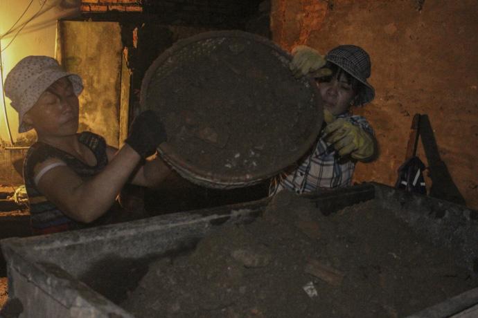 Cơ cực nghề... đào móng xuyên đêm - 9