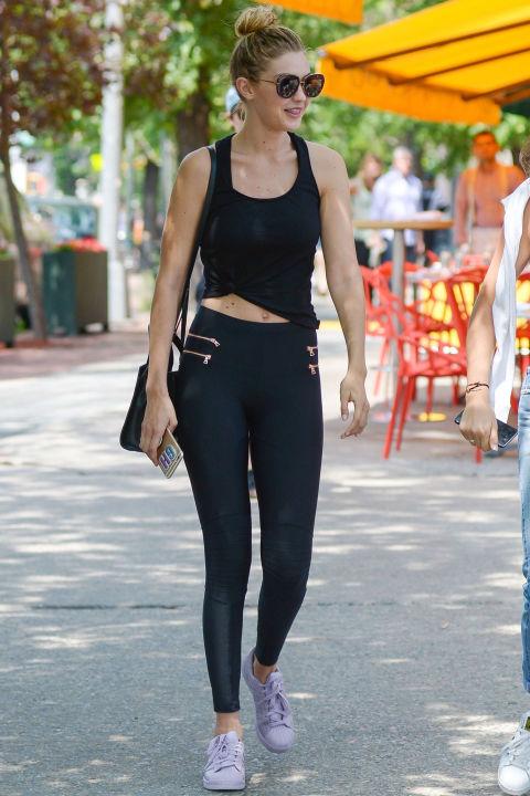 Học bộ đôi hot girl Hollywood cách mặc đồ tập ra phố - 2