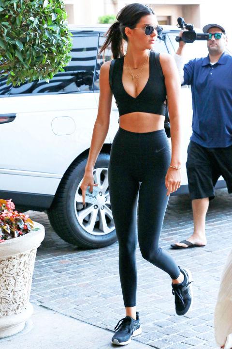 Học bộ đôi hot girl Hollywood cách mặc đồ tập ra phố - 5