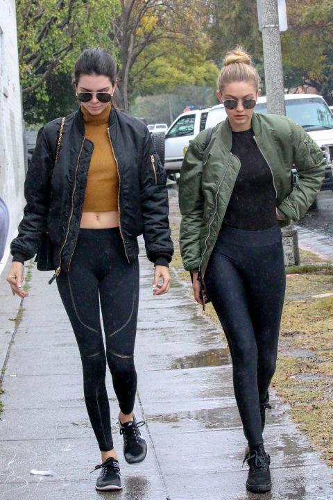 Học bộ đôi hot girl Hollywood cách mặc đồ tập ra phố - 9