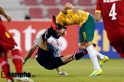"""Cầu thủ U23 Australia suýt """"tẩn"""" học trò HLV Miura - 3"""