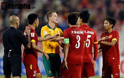 """Cầu thủ U23 Australia suýt """"tẩn"""" học trò HLV Miura - 7"""