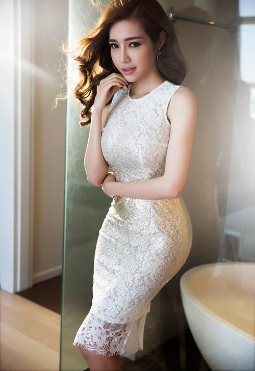 Elly Trần khoe đường cong nóng bỏng sau sinh 2 tháng - 15