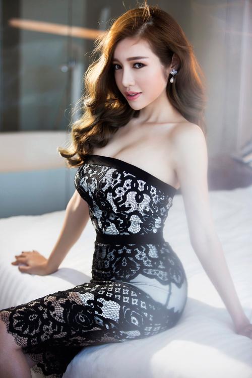 Elly Trần khoe đường cong nóng bỏng sau sinh 2 tháng - 6