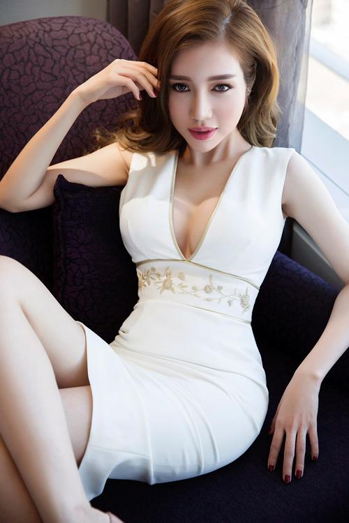 Elly Trần khoe đường cong nóng bỏng sau sinh 2 tháng - 11