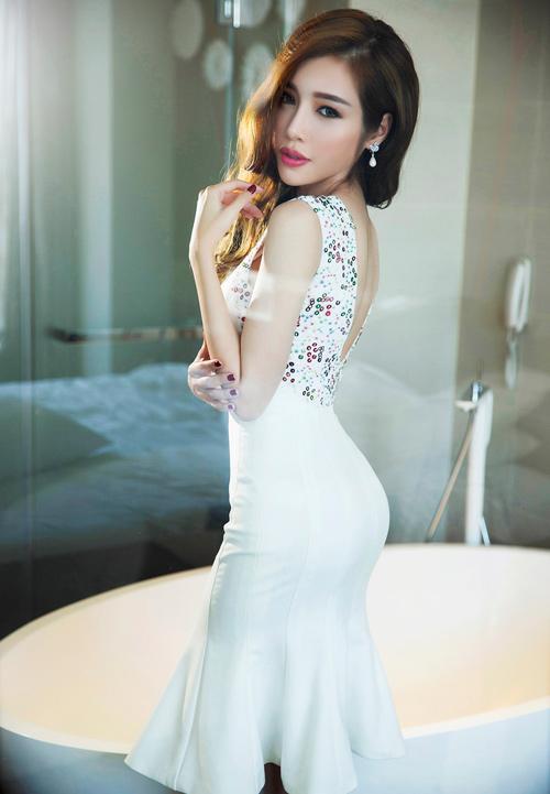 Elly Trần khoe đường cong nóng bỏng sau sinh 2 tháng - 12