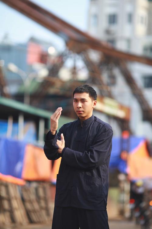 'Vợ chồng Diệp Vấn' ngao du trên phố Hà Nội - 10