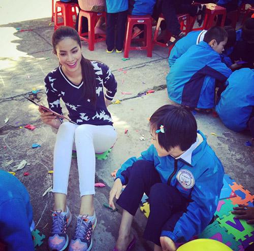 Facebook sao 18/1: Elly Trần khoe ảnh con trai bảnh bao - 8