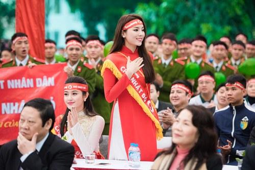 Kỳ Duyên, Huyền My diện áo dài đi hiến máu đầu năm - 5