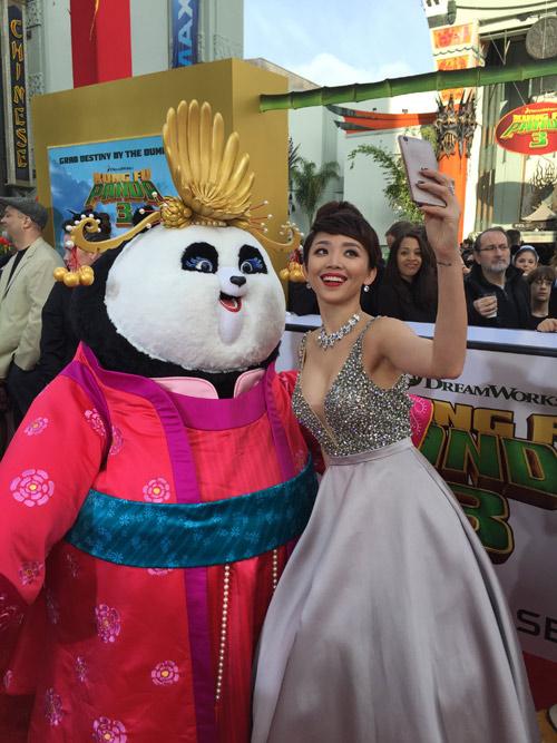 Tóc Tiên gợi cảm bên dàn sao 'Kungfu Panda 3' tại Mỹ - 3