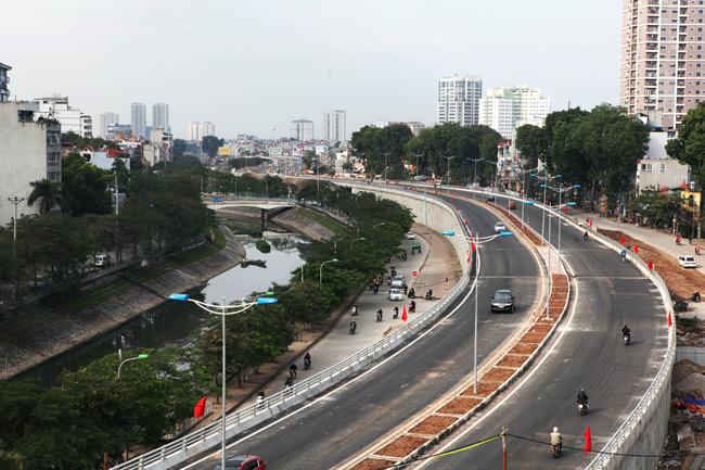 Cận cảnh đường 6.000 tỷ nối Cầu Giấy-Nhật Tân ở Hà Nội - 1