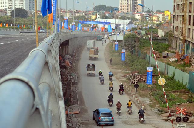 Ngắm cầu vượt thép lớn nhất Thủ đô trong ngày thông xe - 9