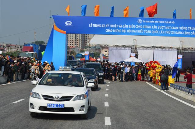 Ngắm cầu vượt thép lớn nhất Thủ đô trong ngày thông xe - 4