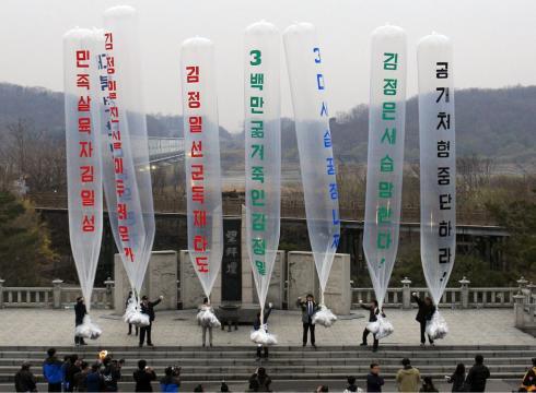 Triều Tiên thả bóng bay rải 1 triệu truyền đơn sang HQ - 2
